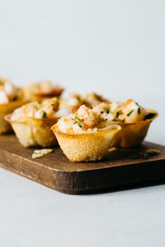 Sweet Chili Shrimp and Tofu Wonton Cups with Crushed Potato Chip Topping - these are the perfect party #appetizers! #healthy
