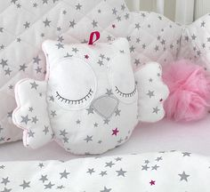 Little owl cushion white and pink with grey stars - Stofftiere Owl Cushion, Cloud Cushion, Quilt Baby, Baby Pillows, Kids Pillows, Baby Sewing Projects, Sewing For Kids, Little Owl, Fabric Toys
