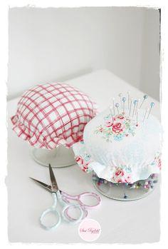 Sommerhusliv Hele Aaret | GreenGate fabric pin cushion jars