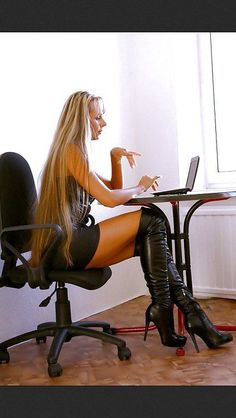 """""""Get on your hands & knees at my feet Mark Shavick"""" - Overknees - Best Shoes World Sexy Legs And Heels, Sexy Boots, Sexy High Heels, Thigh High Boots Heels, Heeled Boots, Leather Fashion, Fashion Boots, Best Boots For Men, Foto Top"""