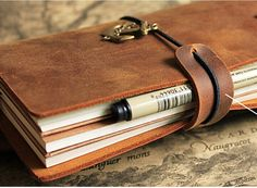 This listing is for: Handmade leather charm closure elastic  **size:Suitable for every sizes of traveler notebook  **10 colors of elastic available for your choice  Thanks for your visiting~