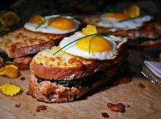 Saaranlautasella: LÄMPIMÄT TONNIKALA- KERROSLEIVÄT Salmon Burgers, Bon Appetit, Mozzarella, French Toast, Sandwiches, Breakfast, Ethnic Recipes, Blog, Morning Coffee