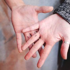 Tattoo Ringe, Paar Tattoo, Mini Tattoos, New Tattoos, Ring Tattoo Designs, Couples Tattoo Designs, Ring Designs, Pretty Tattoos, Unique Tattoos