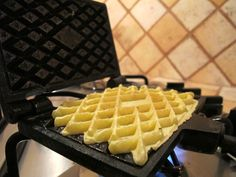 Ricetta ferratelle Italian Dishes, Italian Recipes, Biscotti Cookies, Italian Cookies, Pancakes And Waffles, Something Sweet, Nutella, Food To Make, Breakfast Recipes