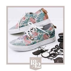 Bring out the pina coladas an a hot guy with a palmleaf cause we've got Flamingo Fever! These flamazing sneakers will surely make some heads turn   #est1842 #est1842footwear #flamingo #sneakers #shoemusthave #flamazing #canvassneaker #availableonline #exotic #newcollection #summer #style #love #shoelove #sneakeraddict #makingheadsturn #statementshoes