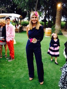 Look de invitada con mono azul marino, combinado con turbante y cinturón de fiesta Volvorete #bodas