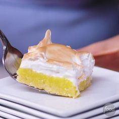 Recipe of the Day: Lemon Meringue Pie Bars When lemon meringue pie is involved, being square is definitely a good thing. You can skip rolling out pie dough, thanks to this easy-to-make press-in versio (Baking Sweet Videos) Lemon Desserts, Lemon Recipes, Easy Desserts, Delicious Desserts, Mini Lemon Meringue Pies, Lemon Meringue Cheesecake, Gluten Free Lemon Meringue Pie Recipe, Lemon Pie Recipe, Lemon Filling