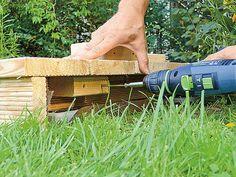 Restholz zur Überbrückung anschrauben Front Garden Ideas Driveway, Island Deck, Firewood, Tricks, Bricolage, Backyard Patio, Diy Deck, Woodburning