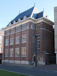 Piet Heinstraat 4 Het BANKGEBOUW van de Incassobank is in 1929 gebouwd naar een ontwerp van de Amsterdamse architect Jan Gratama