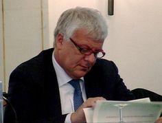 """""""Bisogna prima di tutto abbattere le barriere burocratiche e stabilire regole semplici e certe"""", ha detto il ministro Galletti al Meeting di Primavera 2015."""