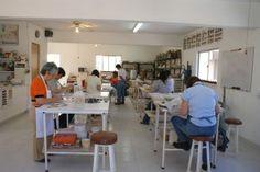 taller-de-ceramica-tres-piedras-2009 Conference Room, Table, Furniture, Google, Home Decor, Ceramic Workshop, Rocks, Decoration Home, Room Decor