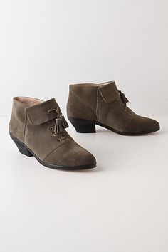 ankle boots...small heel