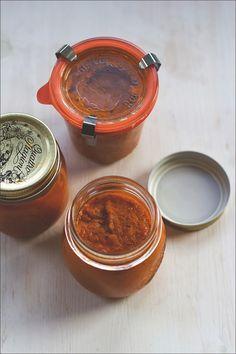 Sommer im Glas: cremige Rösttomatensauce aus dem Ofen - langsam gegart und voller Aroma