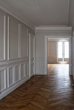 Eye-Opening Useful Ideas: Wainscoting Decor Man Cave wainscoting corners woodwork.Types Of Wainscoting Window wainscoting design dining rooms. Wainscoting Kitchen, Painted Wainscoting, Wainscoting Styles, Beadboard Wainscoting, Wainscoting Nursery, Wainscoting Panels, Wall Panelling, Classic Interior, Home Interior Design