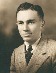 gordon-b-hinckley-1932_1142339_inl.jpg (251×325)