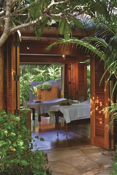 At Grand Hyatt Kauai Anara Spa, ancient traditions blend with the soothing powers of nature to inspire lokahi balance or harmony.