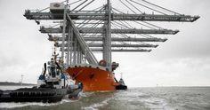 Vijf enorme kadekranen komen aan (Dutch, Rotterdam harbour  cranes)