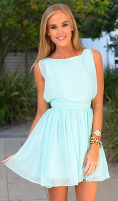 Steal The Fashion: Flowy mint dress