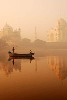 Sunrise India river Agra | par rina r