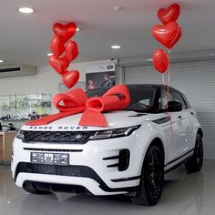 pictame webstagram The perfect gift is all about presentation 😍 tag someone who deserves this 👌 . Dream Cars, My Dream Car, Range Rover Evoque, Range Rover Sport, Pink Range Rovers, Lux Cars, Top Luxury Cars, Car Goals, Range Rover Supercharged