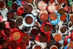 monedas pegadas con chicle nasty