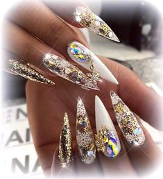 Coffin Nails – Beauty and Fashion Tips and Ideas Matte Acrylic Nails, Stiletto Nail Art, Coffin Nails, Bling Nail Art, Rhinestone Nails, Bling Bling, Funky Nails, Dope Nails, Lcn Nails
