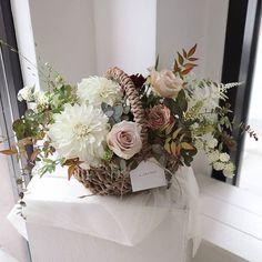 Bunch Of Flowers, Small Flowers, Dried Flowers, Beautiful Flowers, Basket Flower Arrangements, Floral Arrangements, Flower Basket, Flower Boxes, Flower Packaging