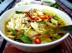 One of my favourite soups: Soto ayam, an Indonesian chicken noodle soup. You can also top it with matchstick potato 'chips' and bean sprouts. Malaysian Cuisine, Malaysian Food, Malaysian Recipes, Soto Ayam Recipe, Soup Recipes, Cooking Recipes, Malay Food, Asian Street Food, Asian Recipes