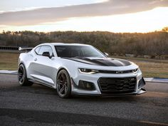 The 2018 Chevrolet Camaro ZL1 1LE will be a beast on the track - Roadshow