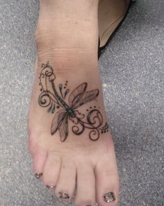 32 Inspirational Tattoos with Meaning and Expression Page 2 of 2 Hello! Here we have best wallpaper about simple dragonfly tattoo designs. Tattoo L, New Tattoos, Body Art Tattoos, Small Tattoos, Sleeve Tattoos, Tattoo Free, Cute Foot Tattoos, Unalome Tattoo, Heart Tattoos