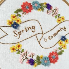 """Spring is Coming""Wool embroidery,2016  봄이 오는가봅니다 오늘 날씨 정말 좋네요~^^ #handmadebag#handstitch#embroidery#flowerembroidery#bouquet#flowerstitch#needlework#handembroidery#꽃자수#생활자수#프랑스자수#야생화자수#핸드스티치#핸드메이드가방#손자수#인천자수공방#인천자수#인천청라#인천프랑스자수#마마케이#청라자수공방#자수타그램#컵받침#티코스터#자수원데이클래스#자수수업#클러치백#자수파우치"