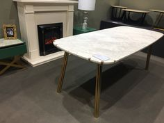 Dining table with Italian marble. Marble Furniture, Home Furniture, Italian Marble, Modern Loft, Marble Stones, Industrial Style, Natural Stones, Dining Table, Living Room