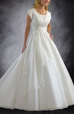 Scoop Neckline Ivory A-line Court Train Wedding Gowns - Wedding Gowns - OuterInner.com