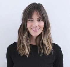 42 Cool-Girl Hairstyles With Bangs - theFashionSpot There are some good hairstyles in here for when growing bangs out Bangs With Medium Hair, Medium Hair Styles, Short Hair Styles, Medium Hairstyles With Bangs, Hair Day, New Hair, Cool Hairstyles For Girls, Hairstyles With Fringe, Girl Hairstyles