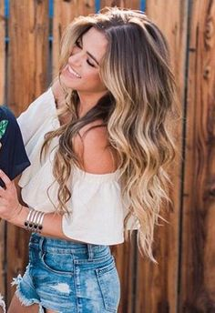 Balayage and waves - Verwirrend, Trendfrisuren Baby trend, akkurater Mittelscheitel Brown Hair With Highlights, Blonde Highlights, Color Highlights, Hair Painting, Blonde Balayage, Balayage Long Hair, Bayalage, Cool Hair Color, Brunette Hair