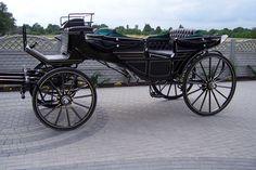 Landau Horse Drawn Wagon, Wooden Wagon, Old Wagons, Abandoned Train, Horse And Buggy, Horse Carriage, Vintage Horse, Mode Of Transport, Donkeys