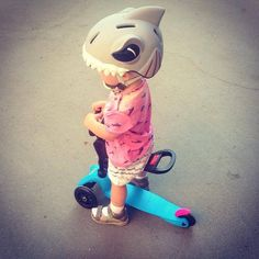 Sharks swim with a 8 km/h speed but not in this case! Make sure to always teach children that riding fast is not the best option. #bike #safety #biking #helmets #for #kids #cute #products #cool #denmark #road #protection #family #parenting #3d #animals #shark