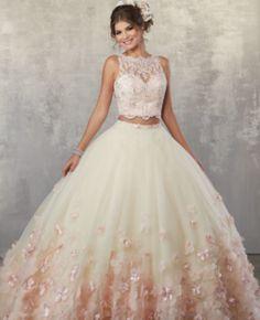 Si no estas segura de el color de tu vestido de XV piensa en la chica femenina que hay dentro de ti y inspirate con estos vestidos de Quince color rosa!