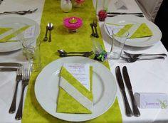 Sprüche und Zitate für die Menükarte - ein wichtiger Teil ihrer Hochzeitspapeterie. Lassen sie sich durch unsere Sammlung inspirieren! Plastic Cutting Board, Table Decorations, Kitchen, Furniture, Weddings, Design, Home Decor, Beautiful, Napkins