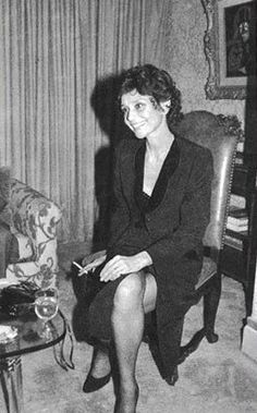 Audrey Hepburn photographed at the Wally Findlay Galleries during a cocktail offered during an art exhibition of Marie Griffith of Pearl River. New York (USA), November 27, 1979. -Audrey was wearing an ensemble of Yves Saint Laurent and Givenchy shoes.