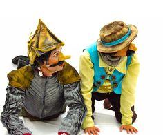 """Inspirado no famoso clássico """"Dom Quixote de La Mancha"""" de Miguel Cervantes """"A Saga de Dom Caixote"""" do grupo A Fabulosa Trupe de Variedades resolve contar, a seu modo utilizando a arte do palhaço, bonecos e teatro de sombra, a história """"A Saga de Dom Caixote"""" um sujeito ingênuo e bobo que de tanto ler histórias de cavalaria resolve, ele mesmo virar um cavaleiro andante e sair em busca de suas aventuras."""