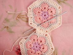 Heidi Bears: African Flower Hexagon Join-as-you-go Tutorial detailed pictures and instructions