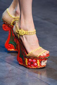 Zapatos raros con plataforma