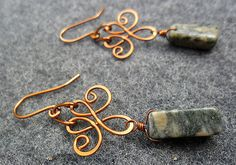 MakeMyStyle - HENNA FLOWER with green stone - Copper earring- copper wire - copper jewelry - wire jewelry www,etsy.com
