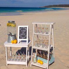 Barra de bebidas para una boda en la playa. Wedding beach.