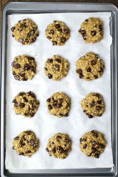 Banana Oatmeal Chocolate Chip Cookies – Soft, chewy, and super easy cookies. All you need is only 3 ingredients: two ripe bananas, some oats and a handful of chocolate chips. Gluten-free, dairy-free, quick and easy recipe. Vegetarian. Video Recipe. | Tipbuzz.com
