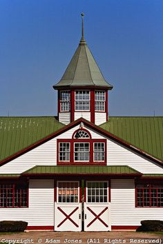 This barn is a lot bigger than it looks! Very nice. Horse Stables, Horse Barns, Old Barns, My Old Kentucky Home, Kentucky Derby, Dream Barn, My Dream Home, Calumet Farm, Beautiful Horses