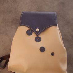 Sac a dos sac a main tout en cuir.