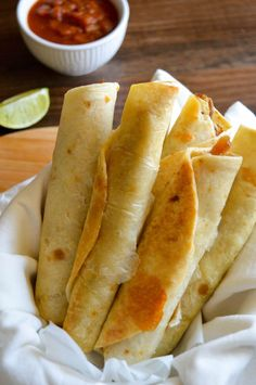 In honor of Cinco de Mayo, we have prepared a Weight Watchers Pork Taquitos Reci. - In honor of Cinco de Mayo, we have prepared a Weight Watchers Pork Taquitos Recipe in the air fryer - Ww Recipes, Mexican Food Recipes, Great Recipes, Cooking Recipes, Favorite Recipes, Recipies, Air Fryer Recipes Mexican, Recipes For Lunch, Air Fryer Recipes Vegetarian
