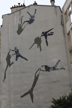 Mural by STRØK in Paris 13th district. Fresque de STRØK dans le 13ème arrondissement de Paris.